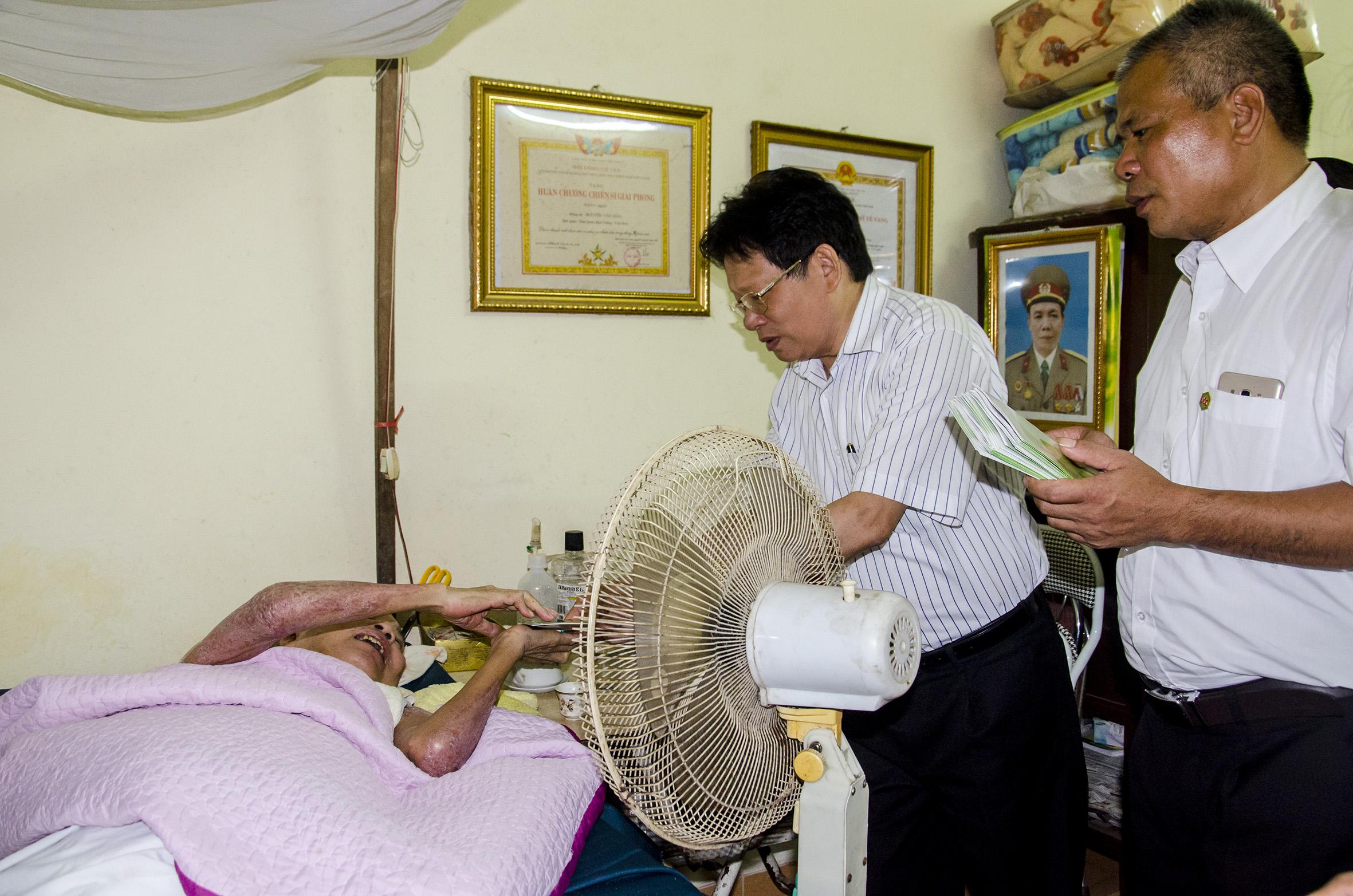Bột giặt và Hóa chất Đức Giang đến thăm Trung tâm điều dưỡng Thương binh Thuận Thành nhân dịp kỷ niệm 70 năm ngày thương binh liệt sỹ 27/7