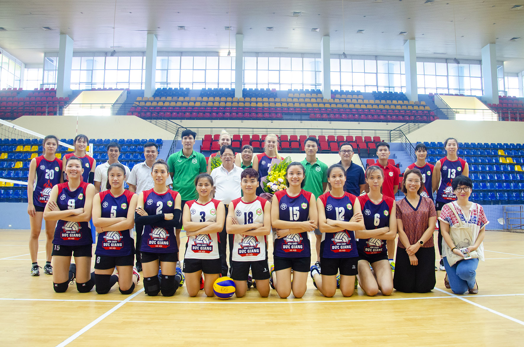 "Women's volleyball Duc giang chemical Hanoi hired 2 ""foreign soldiers from Europe"" to strengthen volleyball tournament VTV9 Binh Dien 13th"